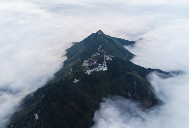 湖南南岳:云海祝融峰 似水墨更似仙山