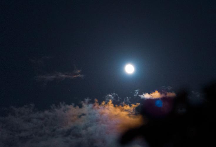 """南岳衡山上空出现罕见""""月晕"""""""