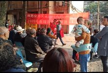 歌舞表演进社区  苏洲湾社区文艺表演引居民喝彩