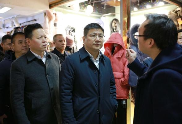 杨洪峰调研八大市场消防整改工作
