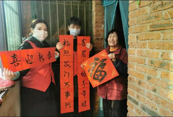 """蔡家皂社区开展迎新春""""线上+线下""""送春联送吉祥活动"""