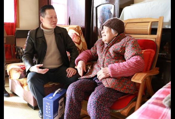 魏中发节前走访慰问民营企业和困难群众