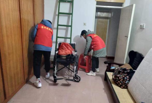 上溪社区联合湖南工学院志愿者开展关爱特扶家庭志愿活动