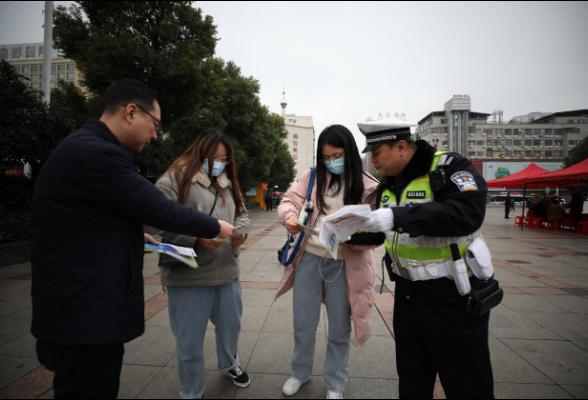 珠晖区开展交通问题顽瘴痼疾集中整治行动主题宣传活动