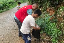 周家坳社区组织未成年人开展环境卫生整治志愿服务活动