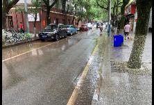 冶金街道开展辖区道路和绿化大清洗行动