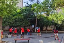 和平小区社区新时代文明实践站组织高中生志愿者开展义务清洁活动