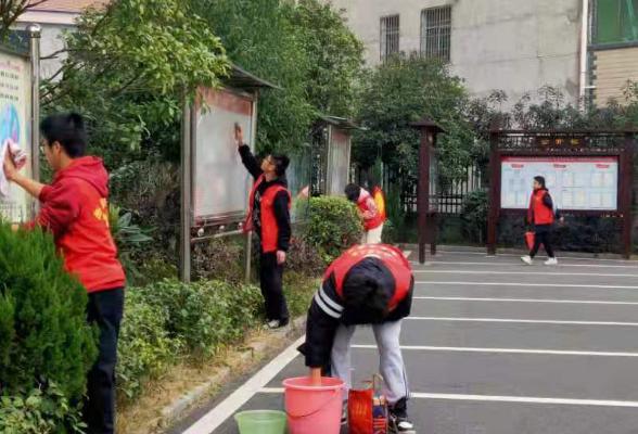 大华社区组织党员志愿者开展义务大扫除活动