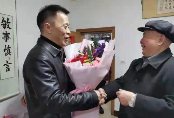 区领导春节前走访慰问建国前老党员与老干部