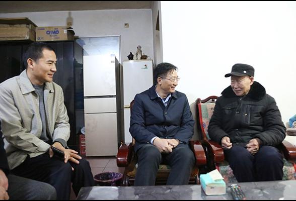 """刘桢干走访慰问""""五老""""代表、高龄老人和困难群众"""