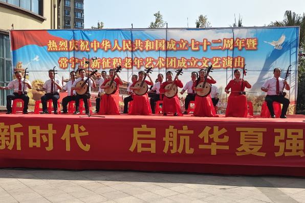 常寧百余名老人載歌載舞慶國慶