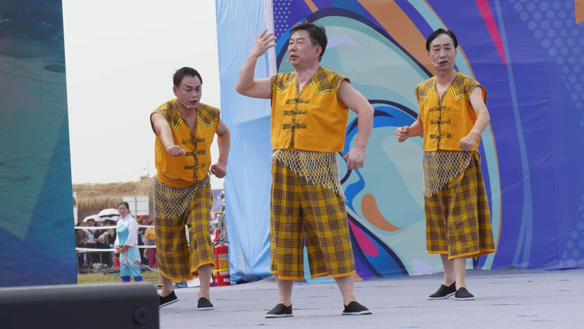 非遗传承人陈岳林(中)演唱洞庭渔歌.jpg