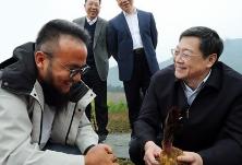 杜家毫在湘西州调研:坚决夺取疫情防控和脱贫攻坚双胜利