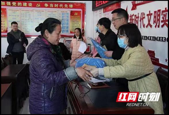 """张家界:慈利卫健局支部党日活动慰问""""三户""""对象"""