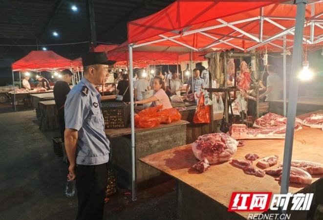 吉首市多部门联合对乾州农贸市场猪肉销售情况开展专项检查