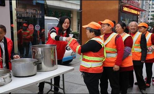 四川省困难职工帮扶基金会推出环卫爱心早餐项目