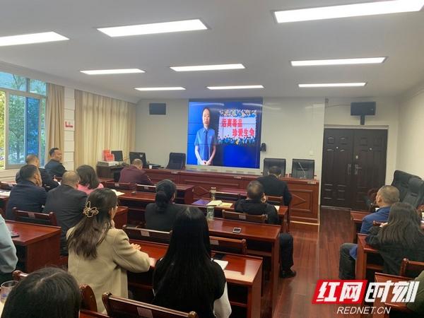 武陵源区市场监督管理局组织观看禁毒公益宣传片