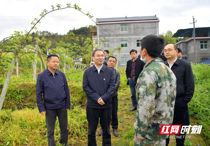 刘革安调研优质饮用水产业发展和脱贫攻坚工作