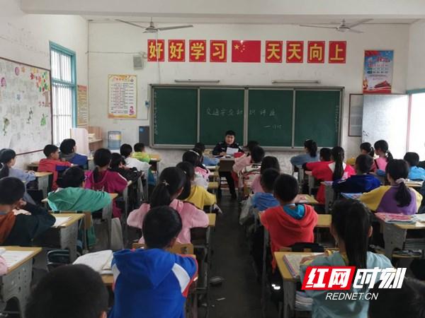 慈利县三官寺土家族乡禁毒宣传进校园