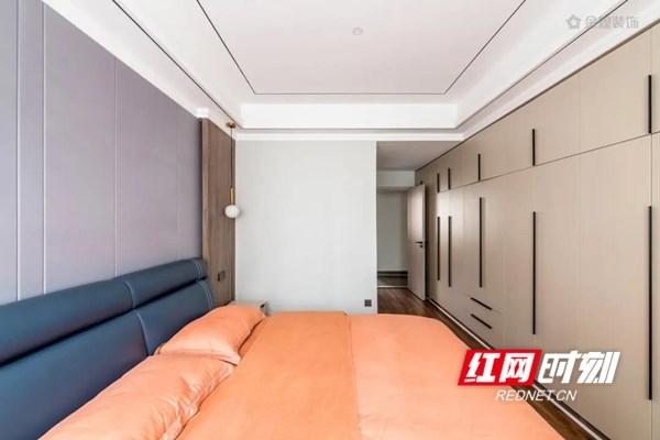"""【卧房】 建筑大师贝聿铭曾说:""""让光来做设计。""""没有了光的作用,形式将变得懒惰,空间也将变得乏味无趣。卧室的光影随着时间有着深浅且细腻的变化,有时候爬满了慵懒,有时候是跳跃的韵律,丰富着空间的情调内涵。"""