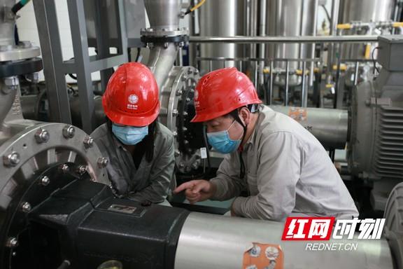 电博士在韶山换流站开展检修技术监督1.marked.jpg