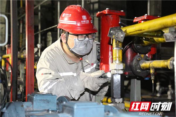 对磨煤机油系统进行排查.JPG