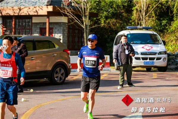 """""""六星跑者""""、《汽车杂志》总编辑董宝青:""""每一次马拉松都是一场修行"""",马拉松是一项超过自己身体极限的运动,所以每场比赛对普通人来讲都是一个挑战。"""