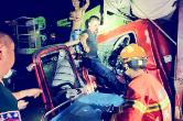 高速两辆货车追尾 沅陵消防凌晨救援