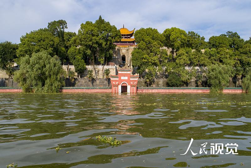 2020年7月30日,湖南岳阳,岳阳楼景区岳阳门已经被水淹没。