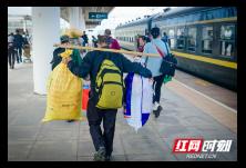醴茶铁路故事丨组图:绿皮车厢里凝结的幸福时光