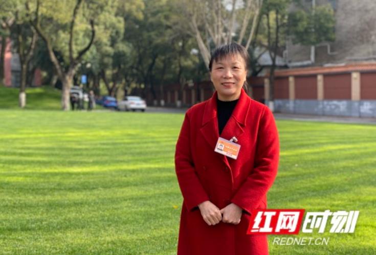 肖又香代表:黑茶、花生……带着脱贫致富宝贝上北京
