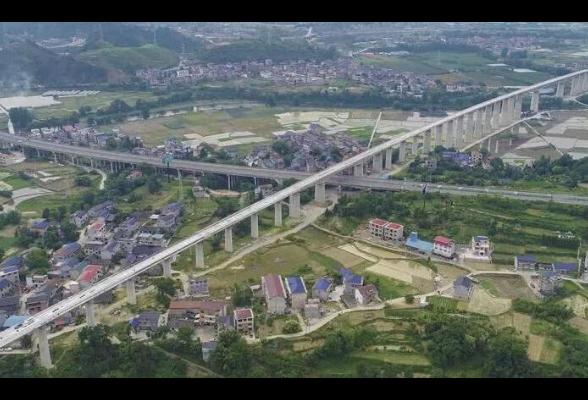 张吉怀铁路湘西段站房月底完工