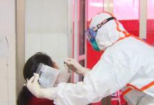 抗疫群英谱 95后护士张洲:疫情不退我不退!