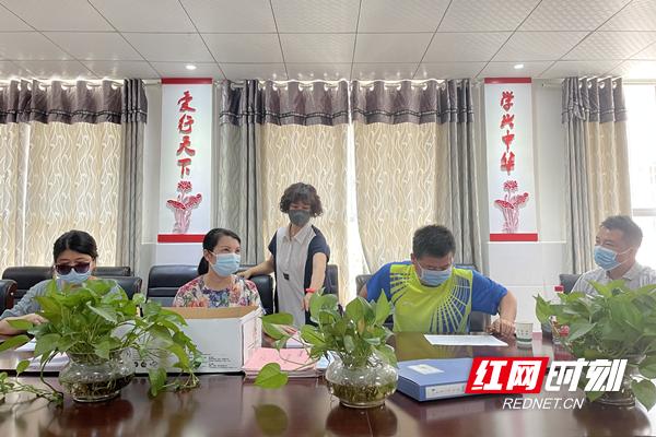 芦淞区教育局督导体育路中学疫情防控及防溺水工作