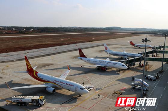 视频 全面提升航空运输保障能力 衡阳机场新建站坪正式启用