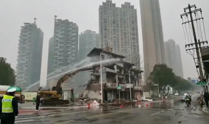 """视频丨长沙""""最牛钉子户""""房屋拆除"""