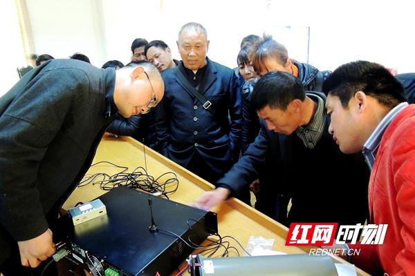 资兴市农村广播操作员培训班——手把手示范教学.jpg