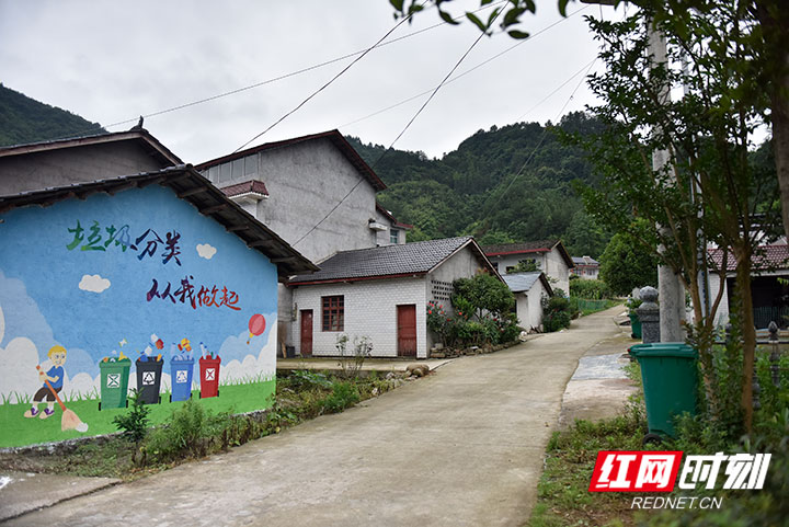 """如今七家坪村已成功变成了""""风景美如画""""、条条道路通到家的美丽新村,.jpg"""