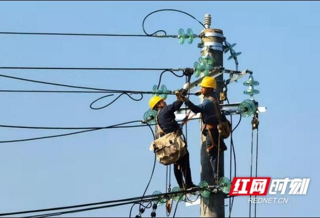 保供电丨国网冷水江市供电公司:苦干一个月 助推高铁建设