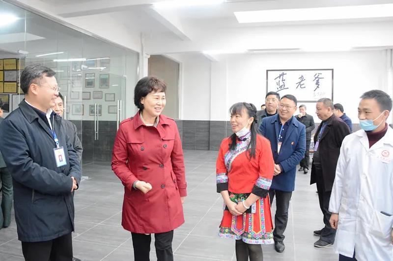 黄兰香考察桂东县蓝老爹茶叶开发有限公司。