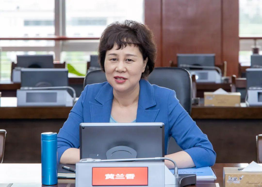 黄兰香在省市场监管局调研时强调 深入学习贯彻两会精神,促进两个健康