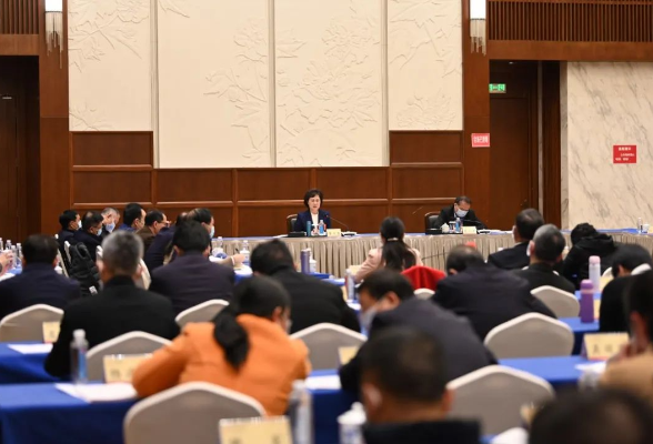 黄兰香参加省政协联组讨论:广泛凝聚共识 着力服务大局