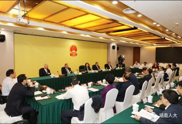省十三届人大常委会举行第67次主任会议