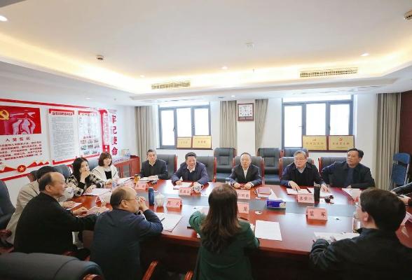 彭国甫在省人大教科文卫委员会会议上要求 在落实省委部署和及时回应社会关切上发力