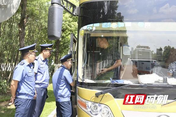 8月以来,长沙高新区整治交通违法行为2500余起,重拳整治交通顽疾。柯鸣 摄.marked.jpg