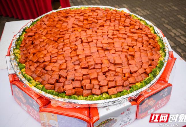 直径1米 长沙超大碗毛家红烧肉首次亮相橘子洲