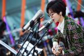郁可唯原创家乡曲《我的城》路演获好评 解锁云南站语言乐器新技能