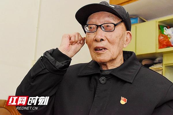 镜头里的香港经典三级,免费在线观看的黄片,a片毛片免费观看,夫妻性生活影片人 70多年党龄的百岁老党员陈朗秋