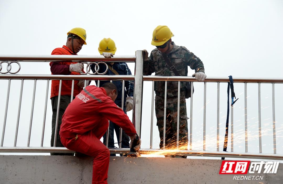 镜头里的湘潭人丨三桥河东匝道的建设者