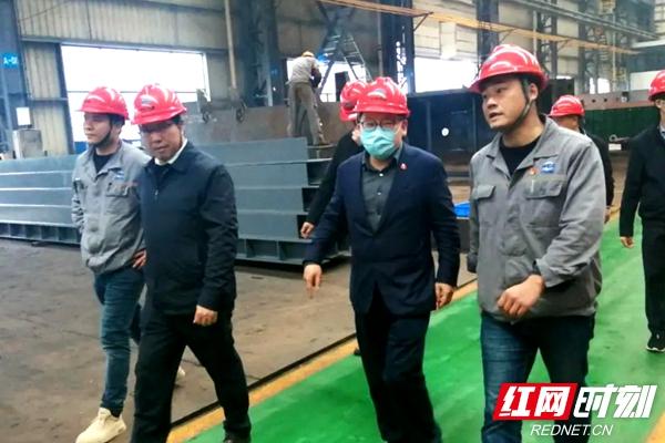 """曹炯芳""""四不两直""""深入企业督导突出环境问题整改工作"""